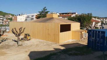 La nova sala polivalent del nucli antic de Calafell ja agafa la forma definitiva